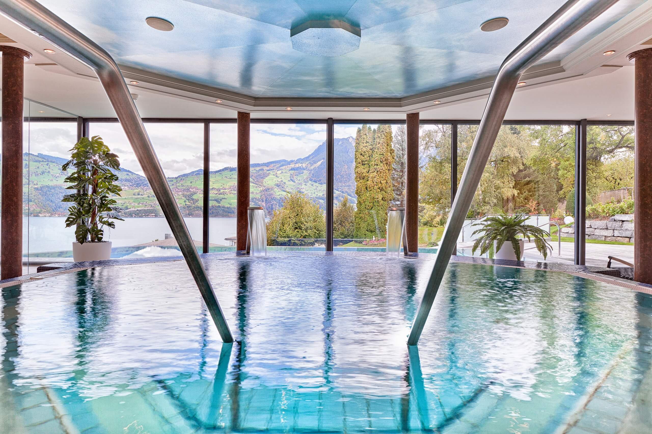 spiez-wellness-oase-bel-well-hotel-belvedere-innenpool