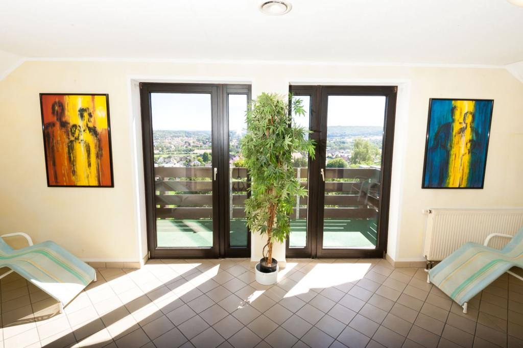 Wohlfühlhotel DER JÄGERHOF Willebadessen - Aussicht im Wellnessbereich
