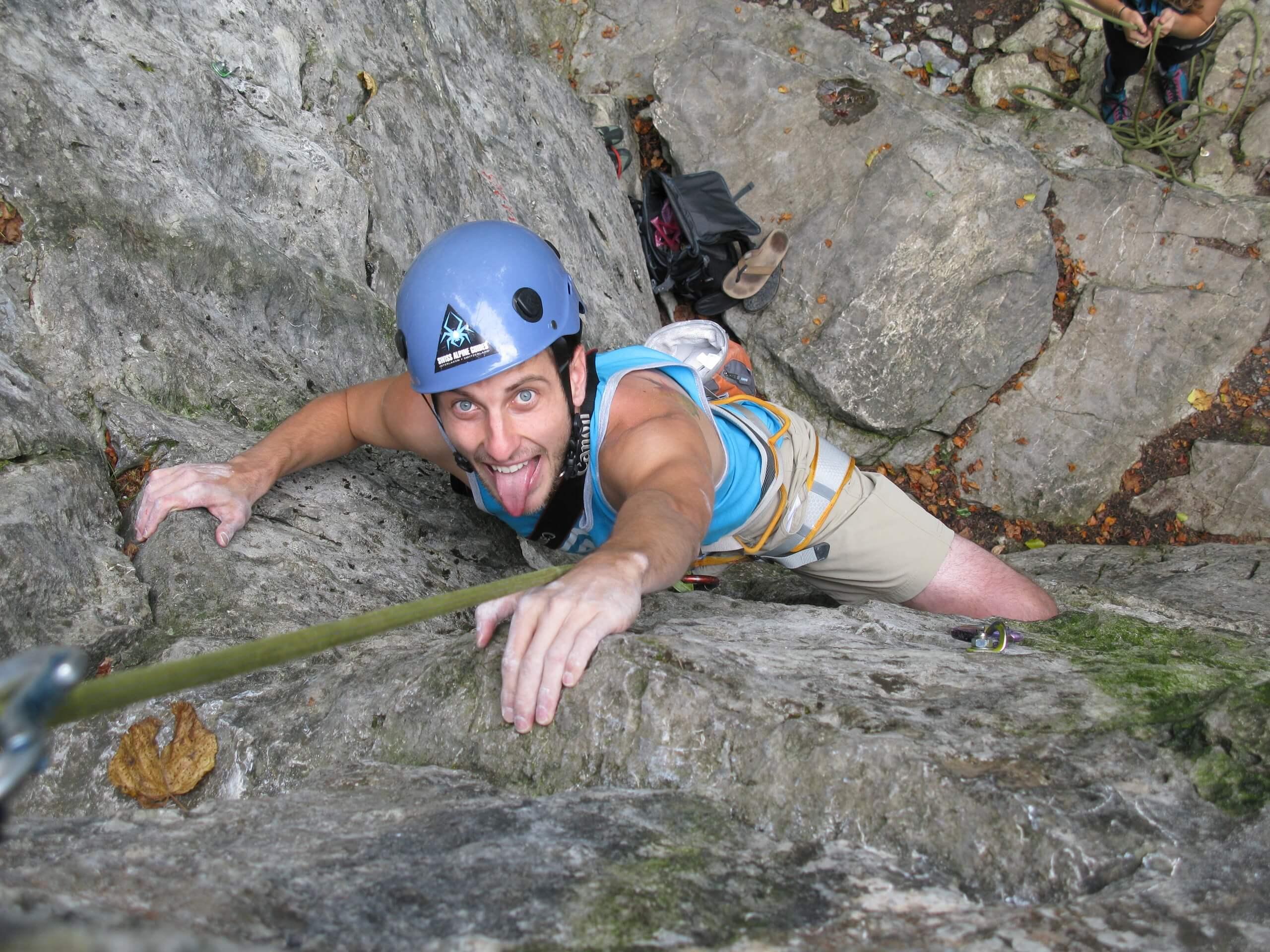 swiss-alpine-guides-klettern-felswand-rock-climbing