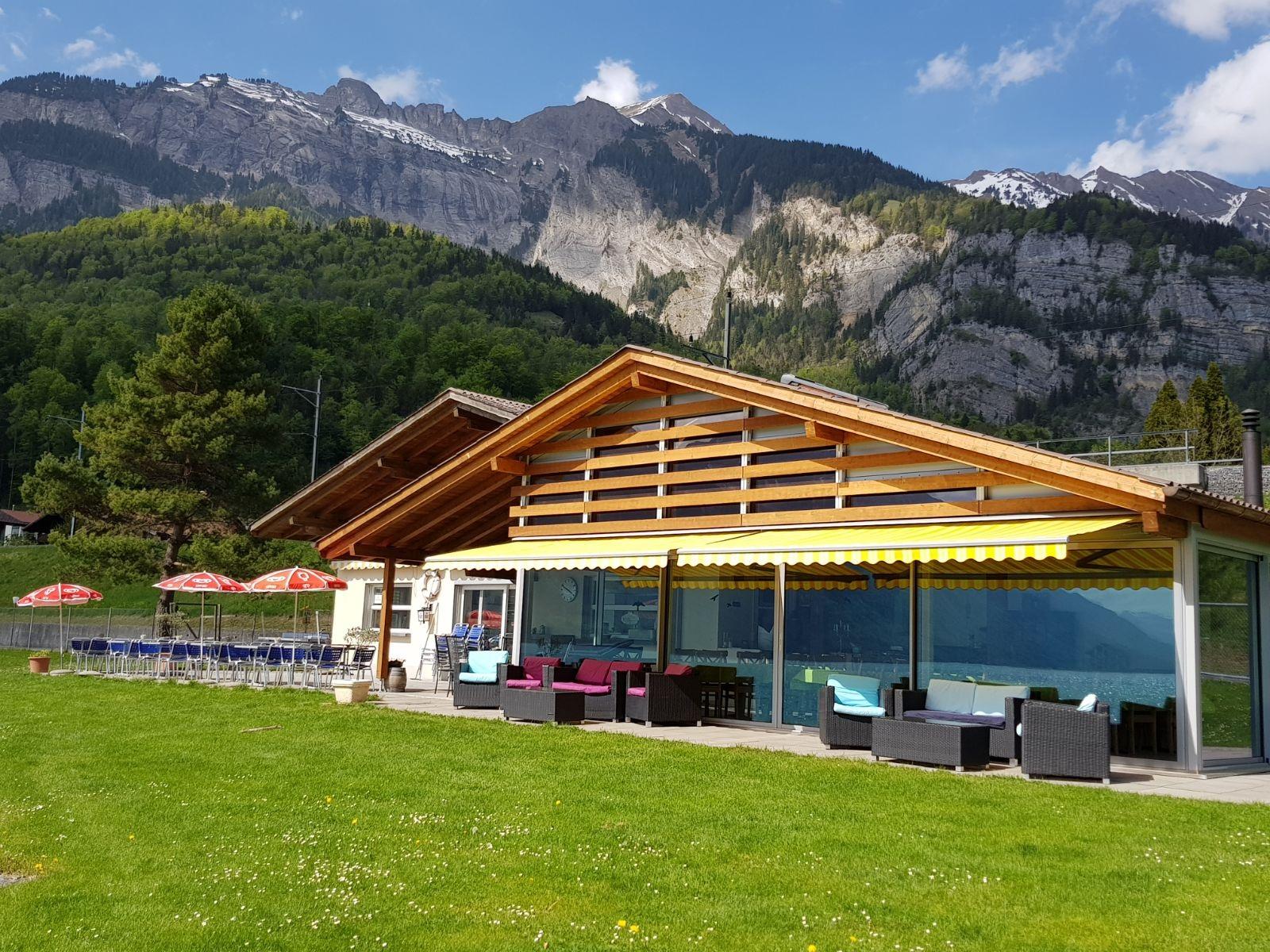 brienz-strandbad-restaurant-essen-trinken-sommer-baden