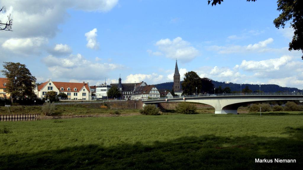 Weserhöhen_Blick über_die_Weser_auf_Höxter