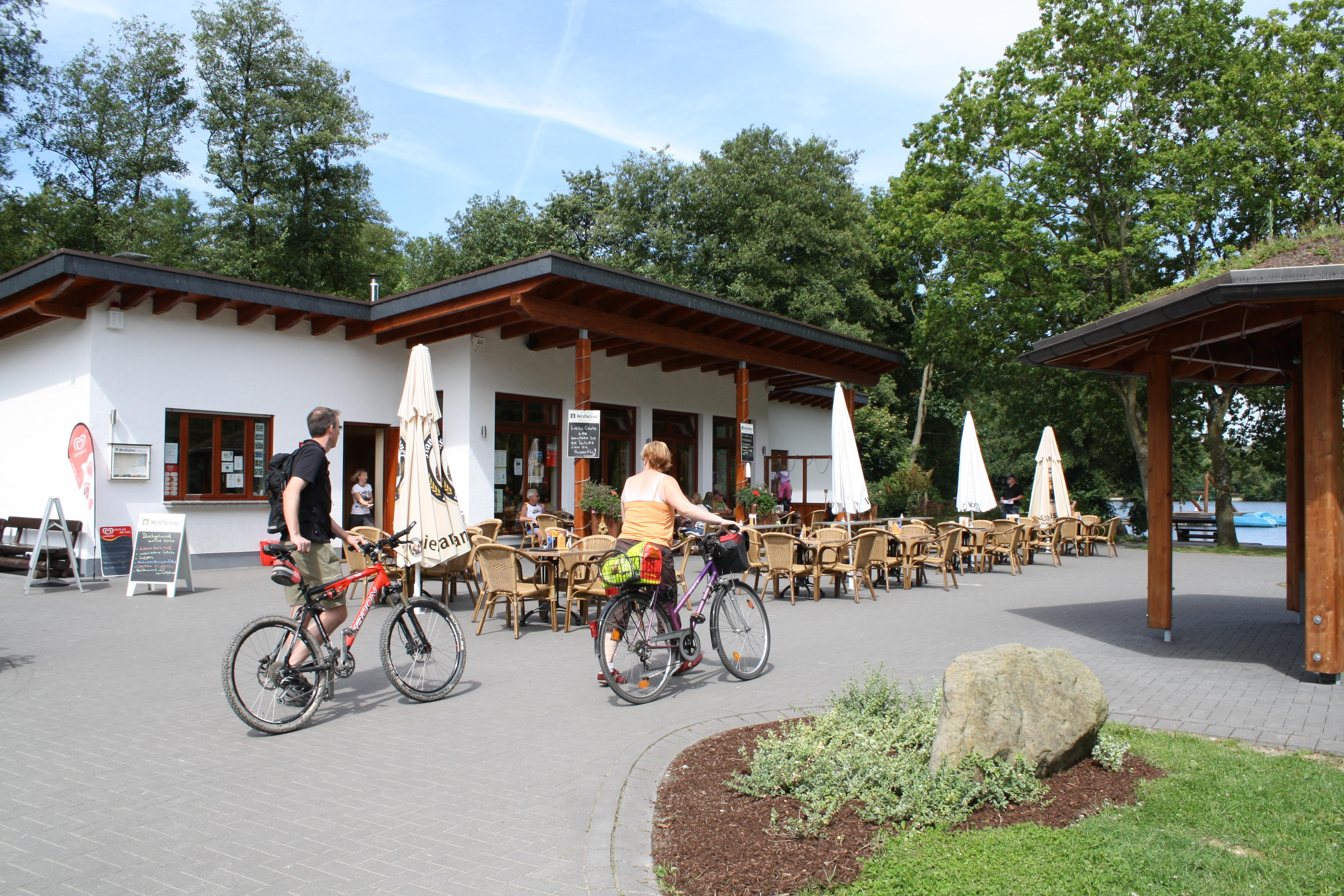 Aatalhaus und Grillpavillon