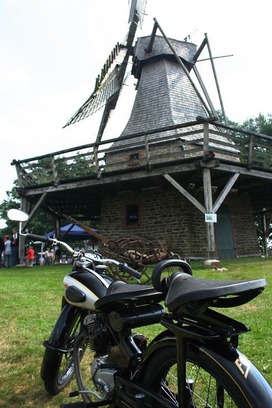 Kolthoffsche Hofmahlmühle Levern Oldtimer-Motorrad