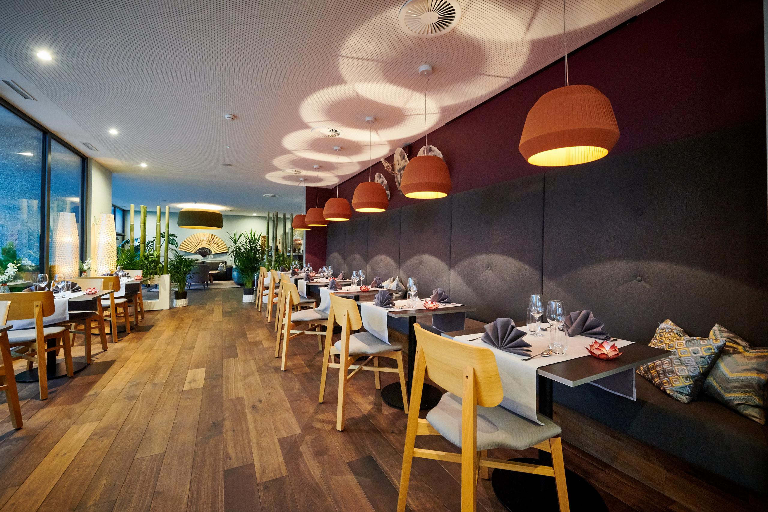 thai-cuisine-deltapark-tische