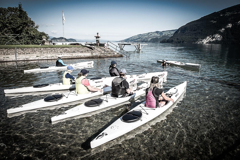 surfski-wasser-sommer-paddeln-wasseraktivitaet
