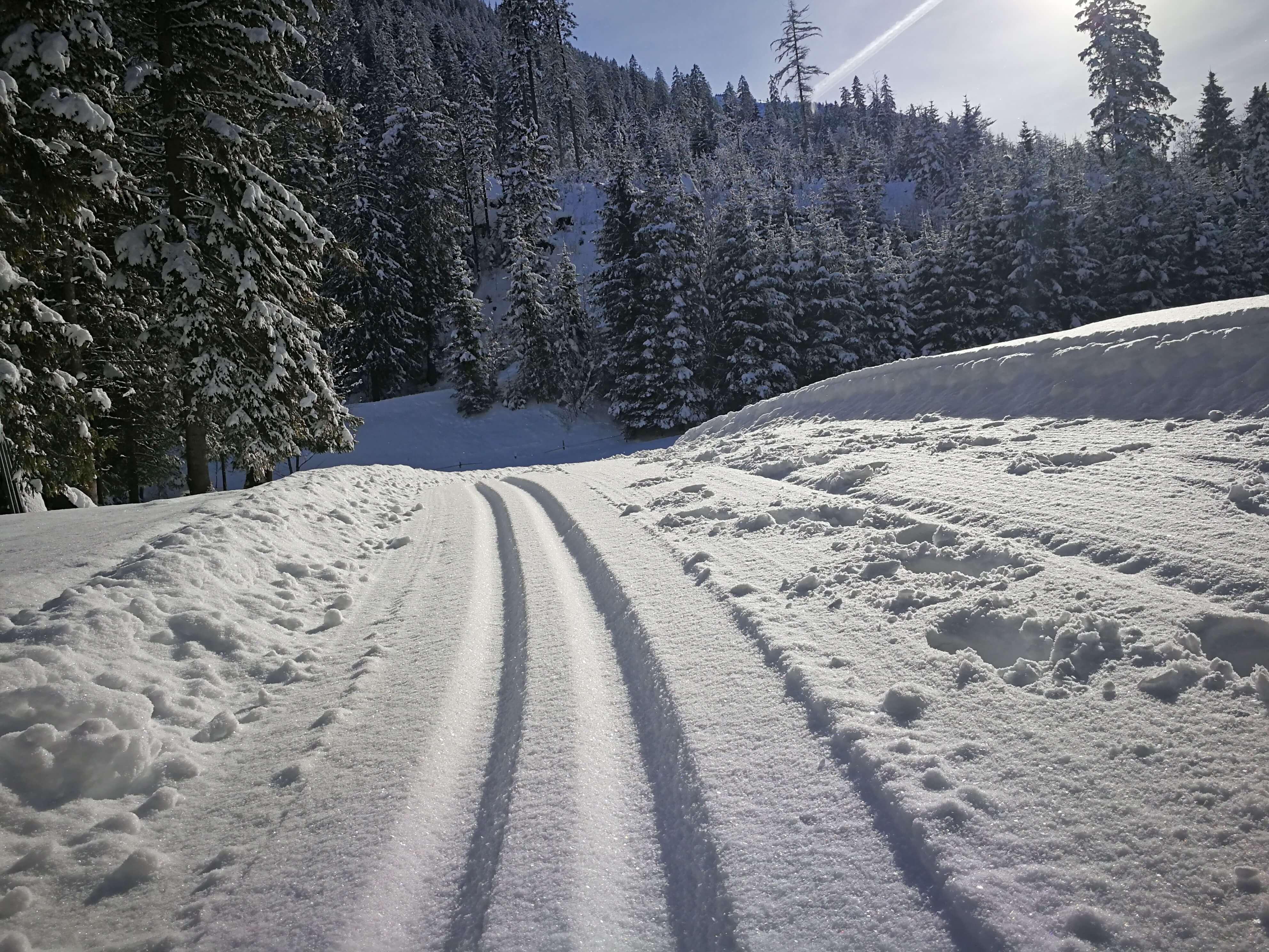 Top ausgerüstet in die verschneite Winterlandschaft