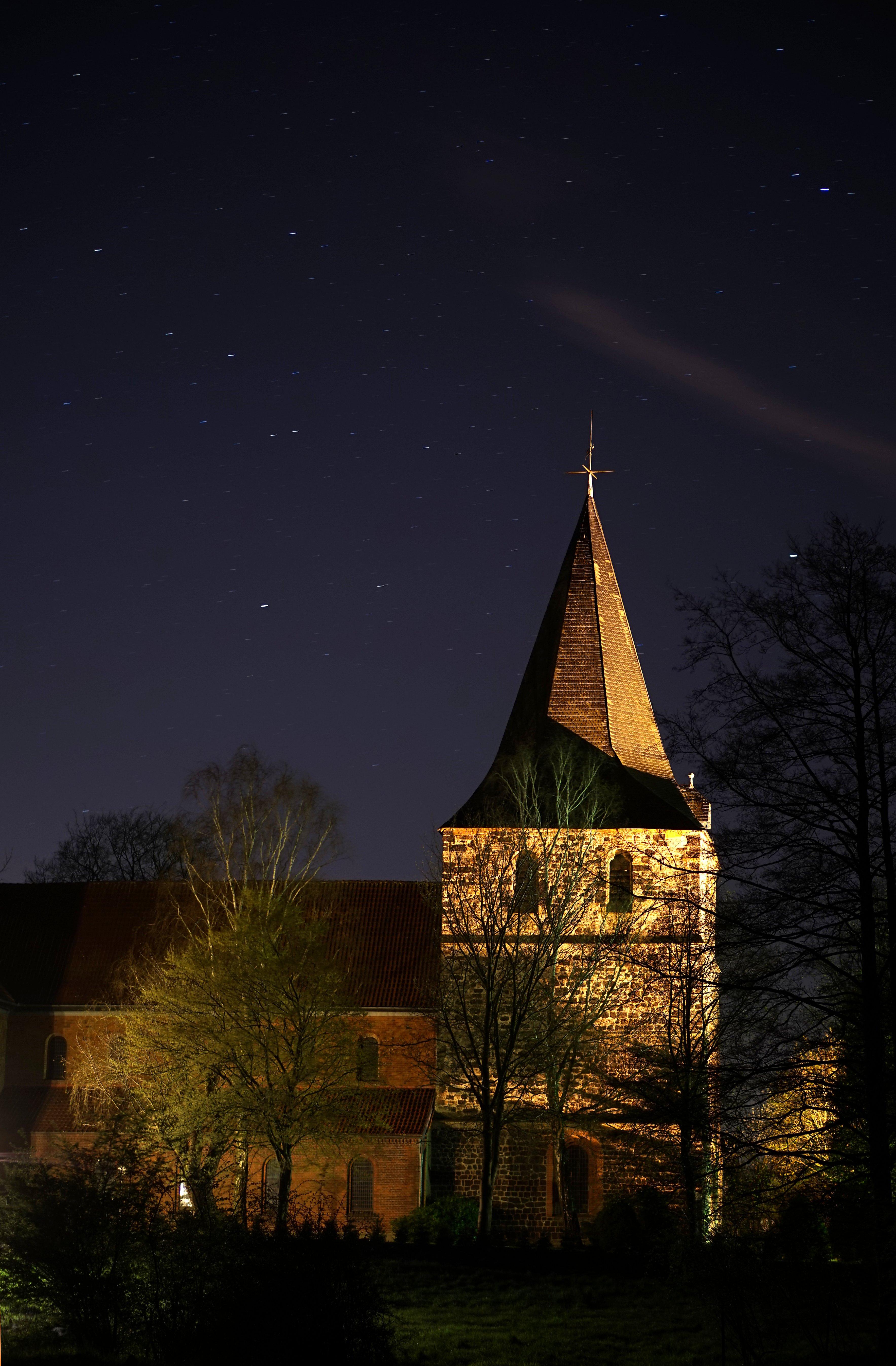 mandelsloh-stosdag-kirche-nacht