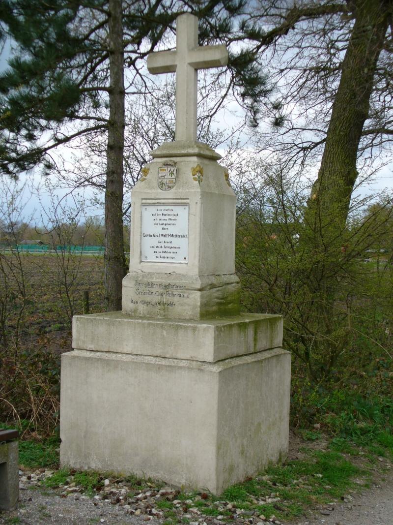 Metternich-Denkmal bei Paderborn-Schloß Neuhaus