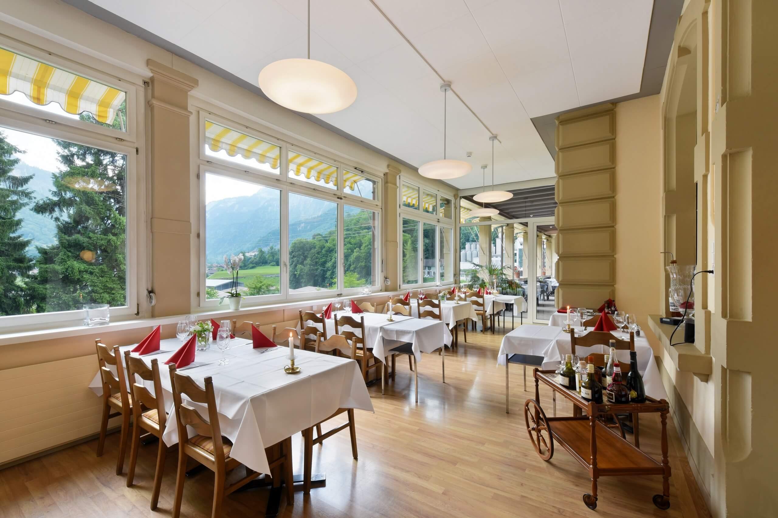 hotel-unspunnen-restaurant-tische