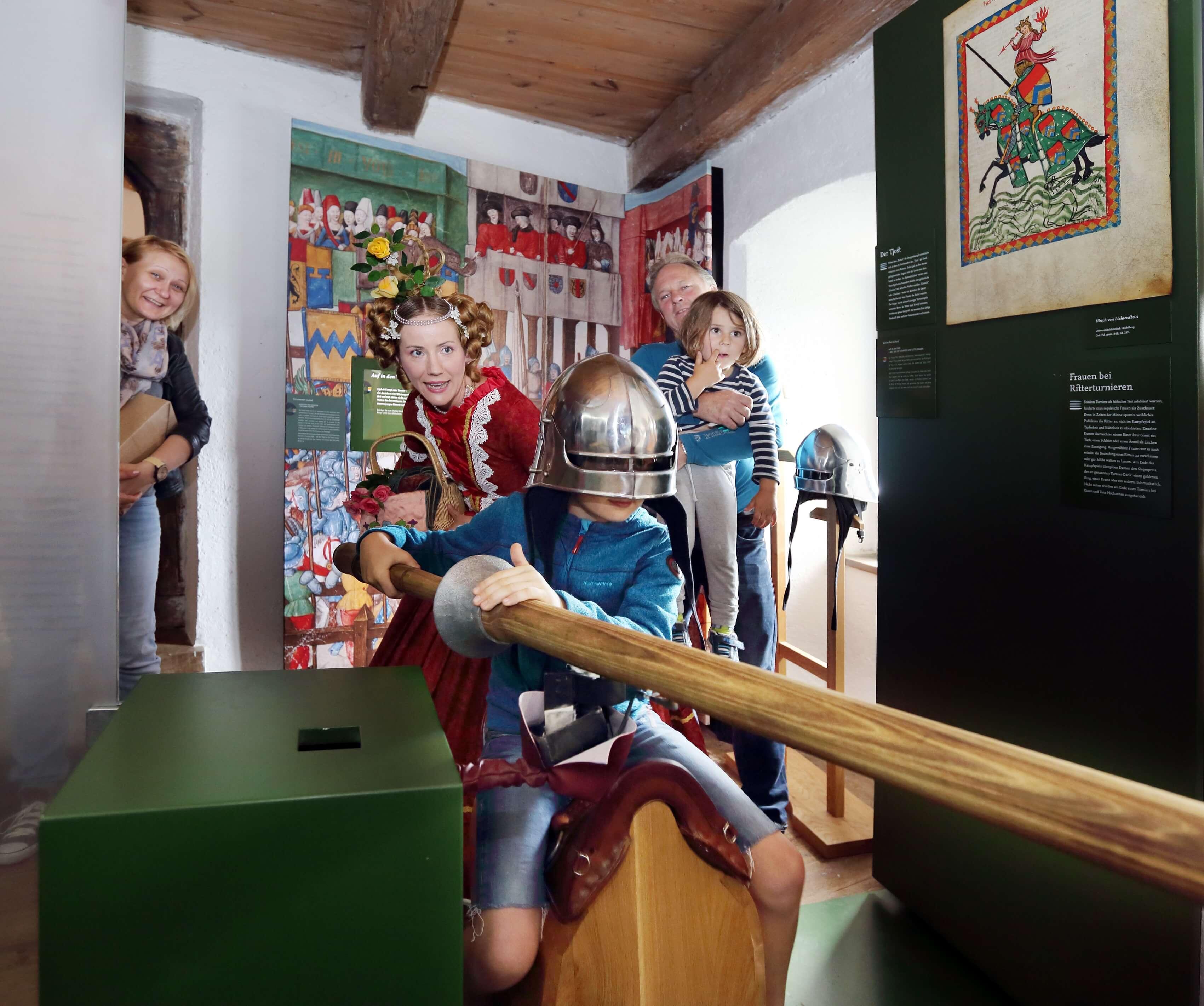 stadtmuseum-junge-bei-virtuellem-turnier