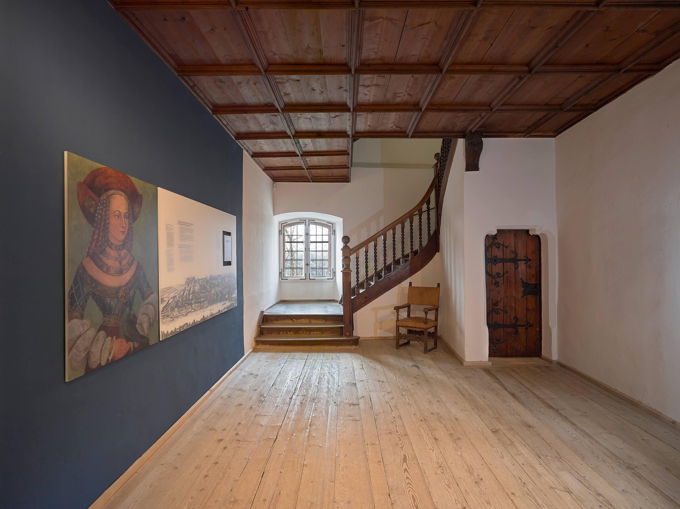 burg-burghausen-burgmuseum_treppenhaus