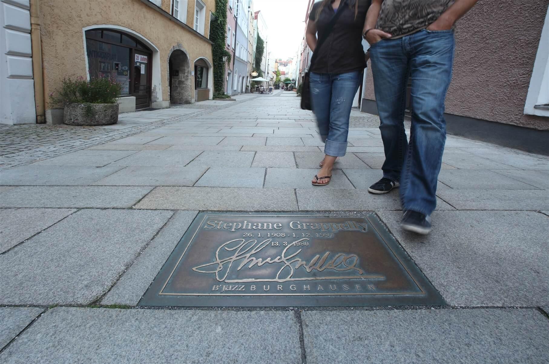 altstadt-in-den-grueben-bronzeplatte-detail