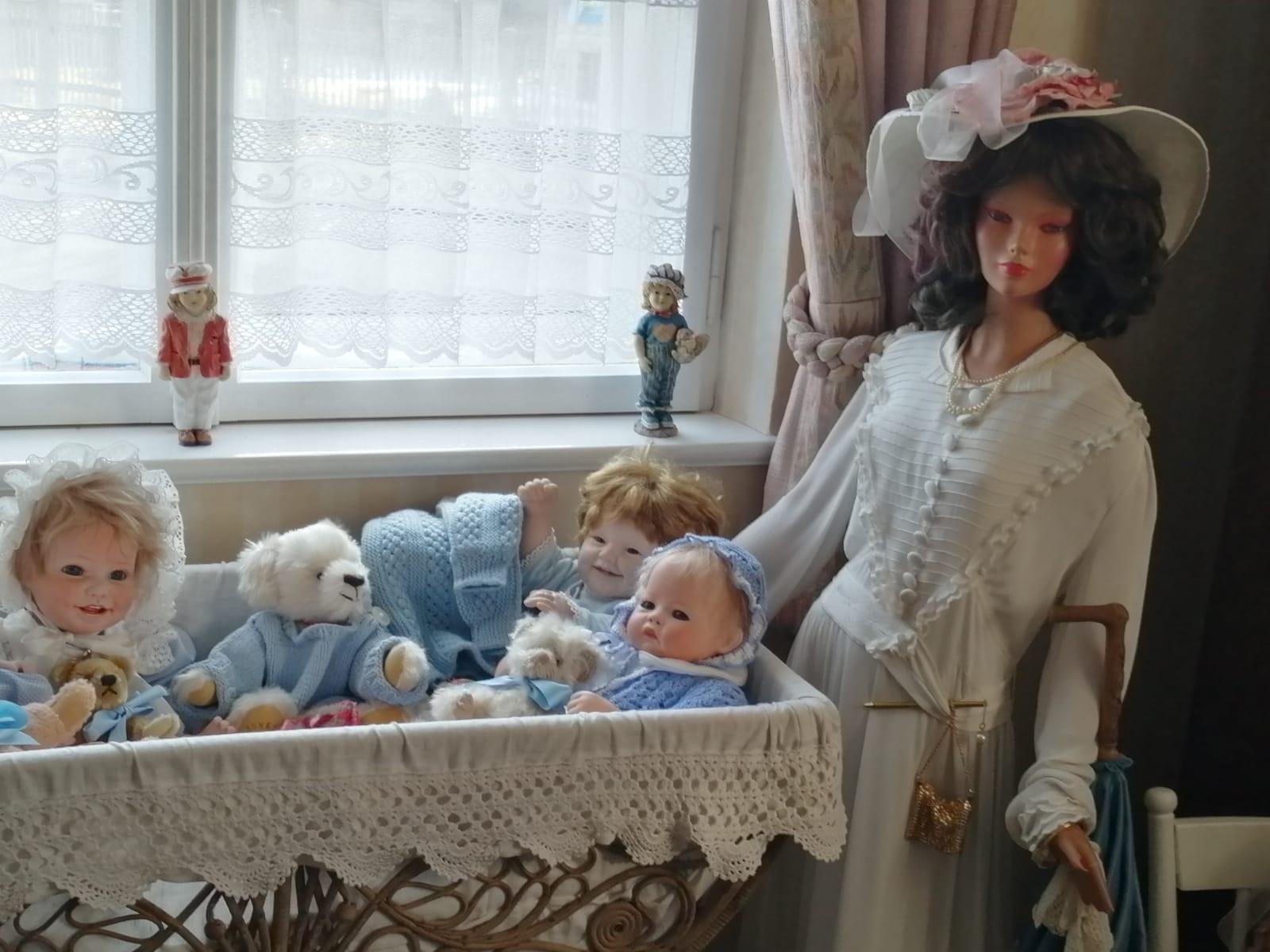 Babies im Puppenmuseum