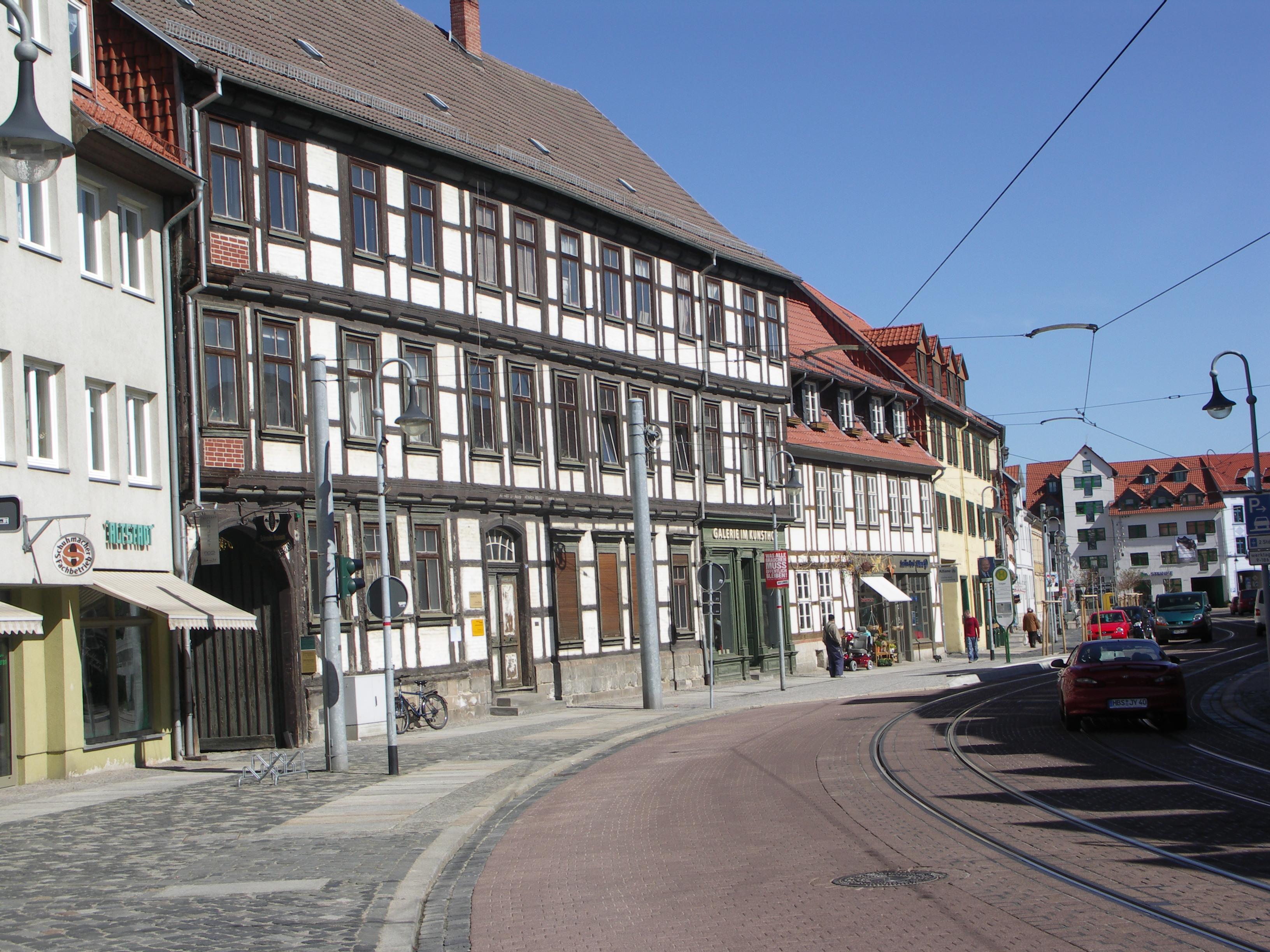 Im Hintergebäude dieses alten Ackerbürgerhauses in der Voigtei in Halberstadt befindet sich das Schraube- Museum. Wohnkultur um 1900