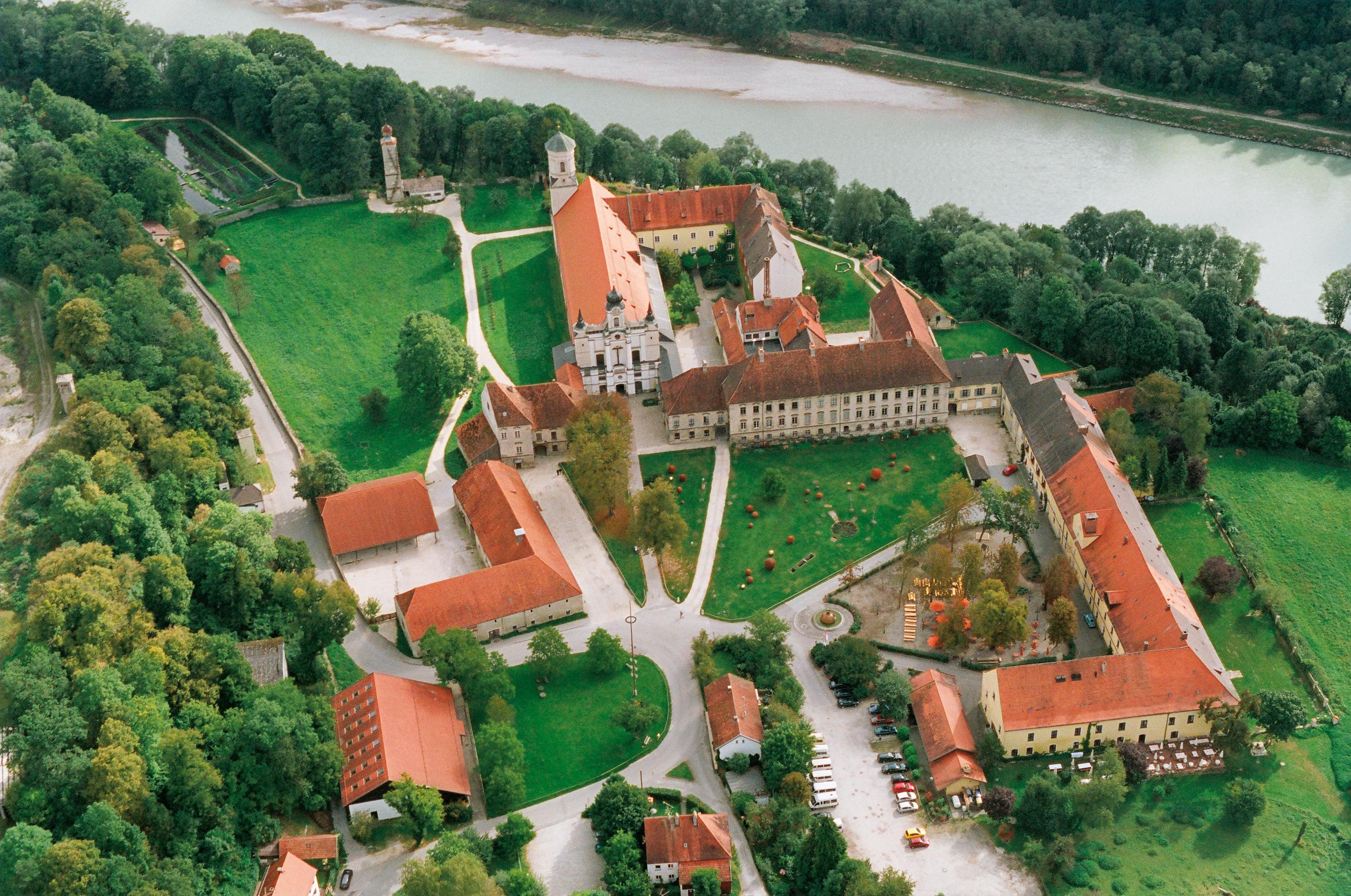 W.Hopfgartner_Raitenhaslach Luftbild_groß.jpg
