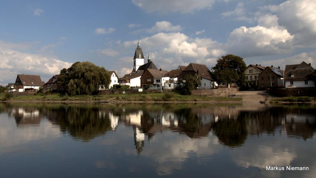 Weserhöhen_Blick_über_die_Weser_auf_Lüchtringen