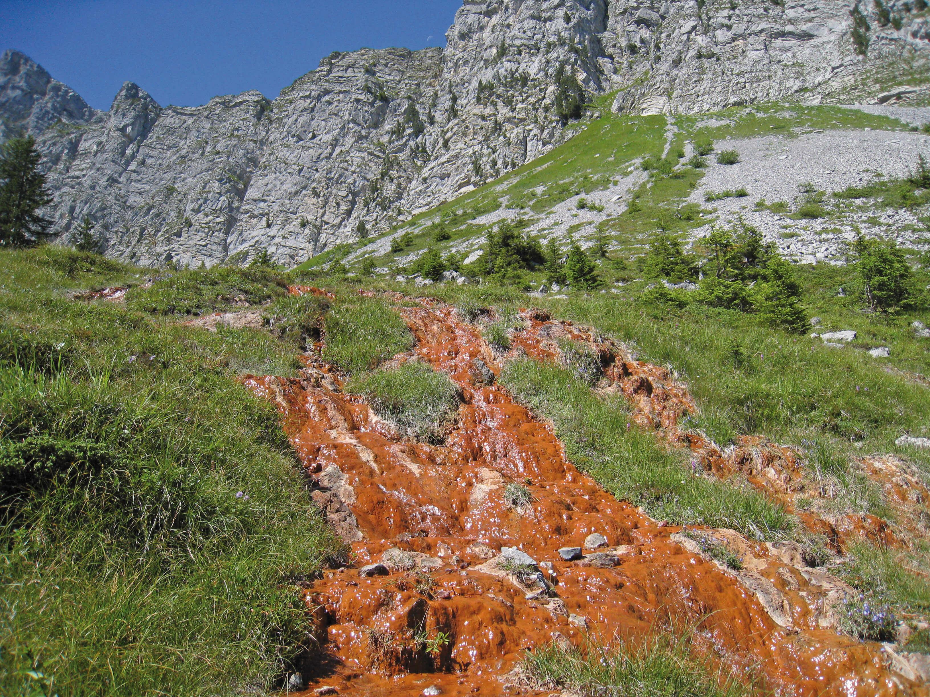Wanderung zur Roten Quelle des Grimmiwassers