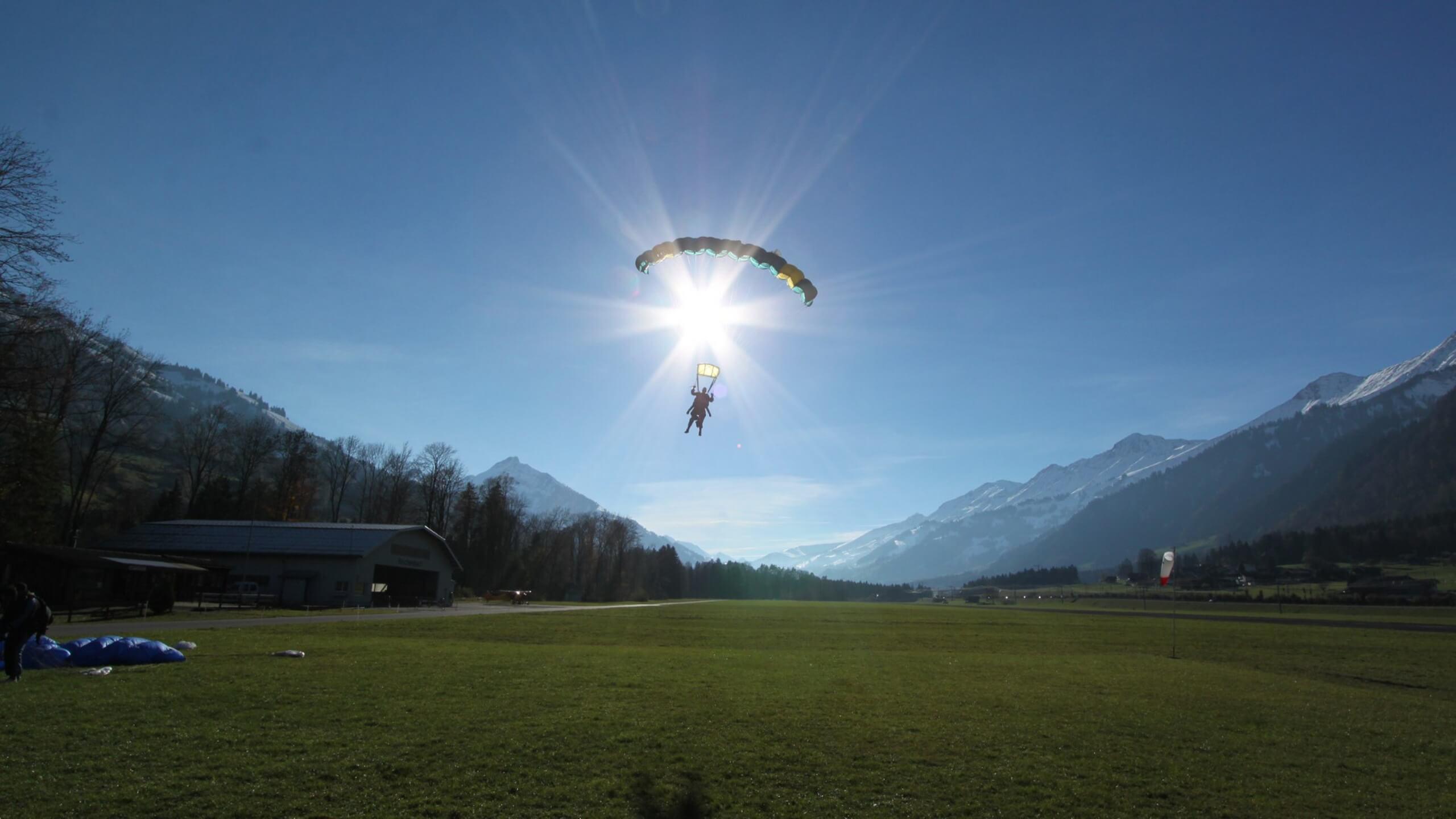 skydive-interlaken-sommer-landung