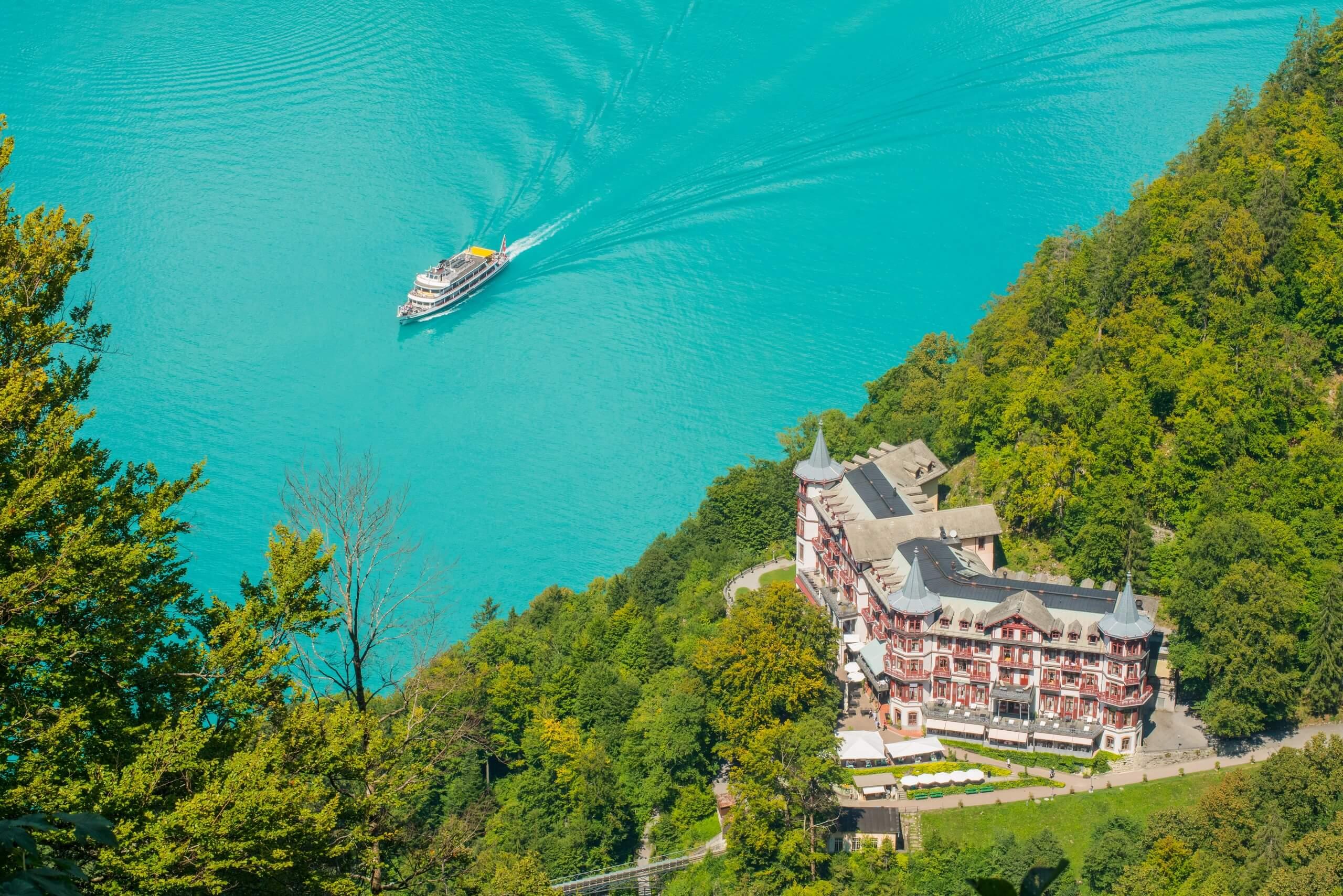 brienzersee-schifffahrt-sommer-giessbach-hotel-wald