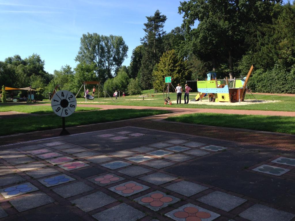 Freiluftspielanlagen und Spielplatz im Kurpark
