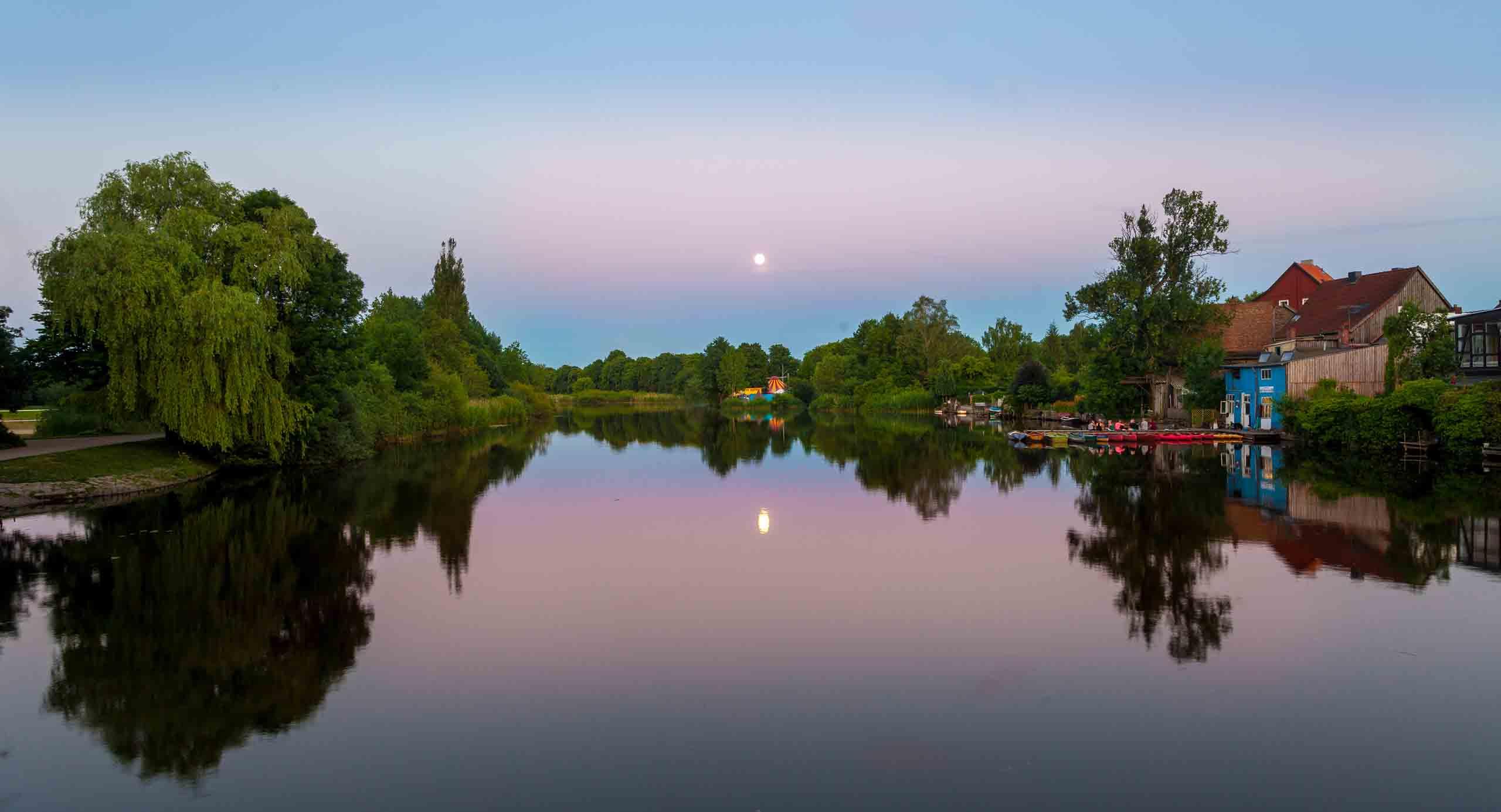 Die Aller bei Sonnenaufgang in Celle