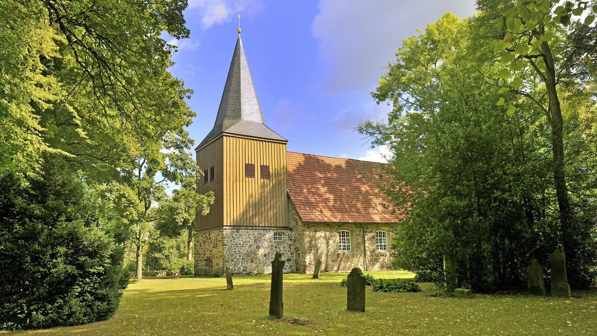 Eindrucksvoll - die Gangolf-Kirche in Oerel