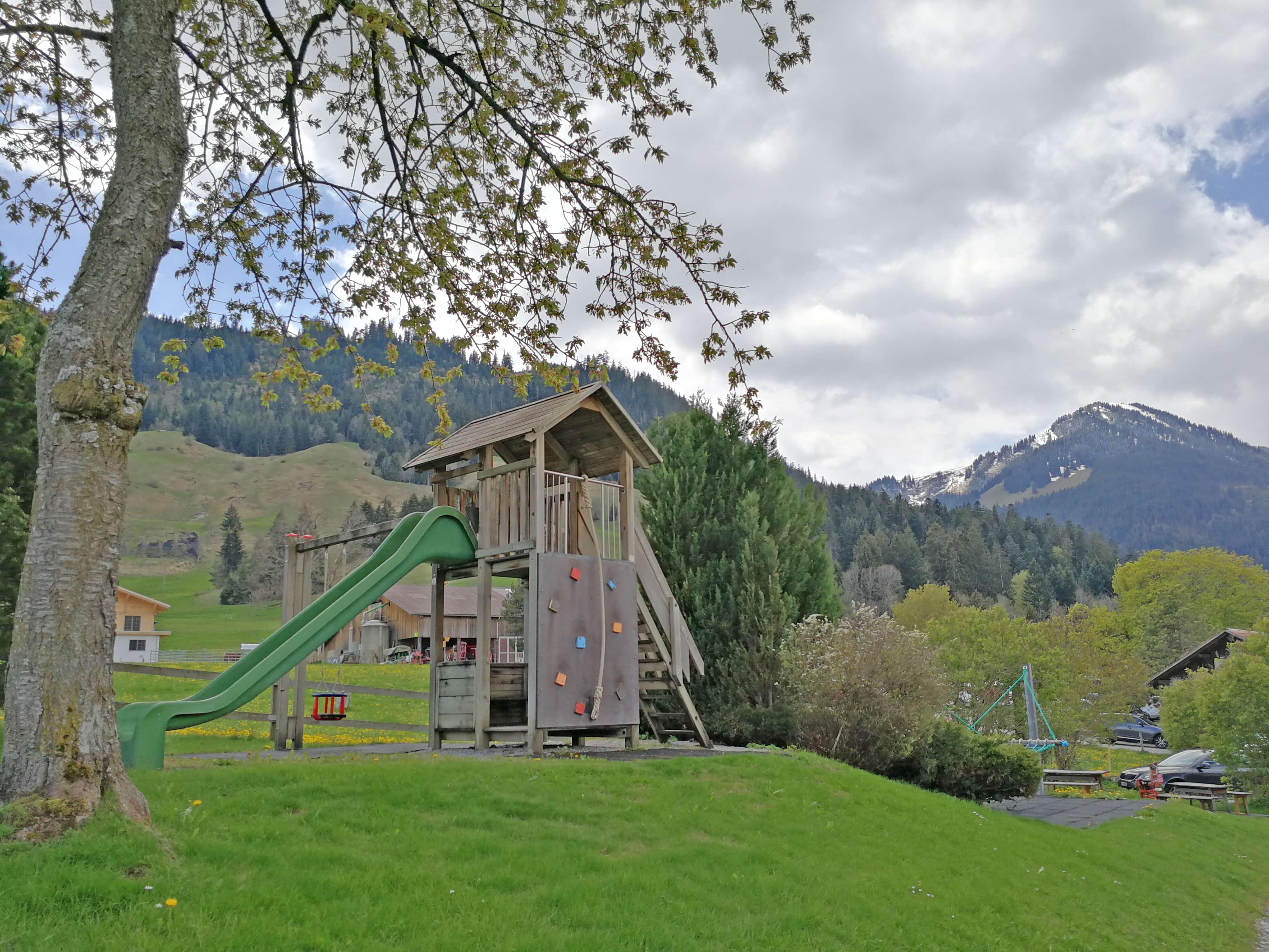 Rutschbahn und Spielplatz auf dem Bergli
