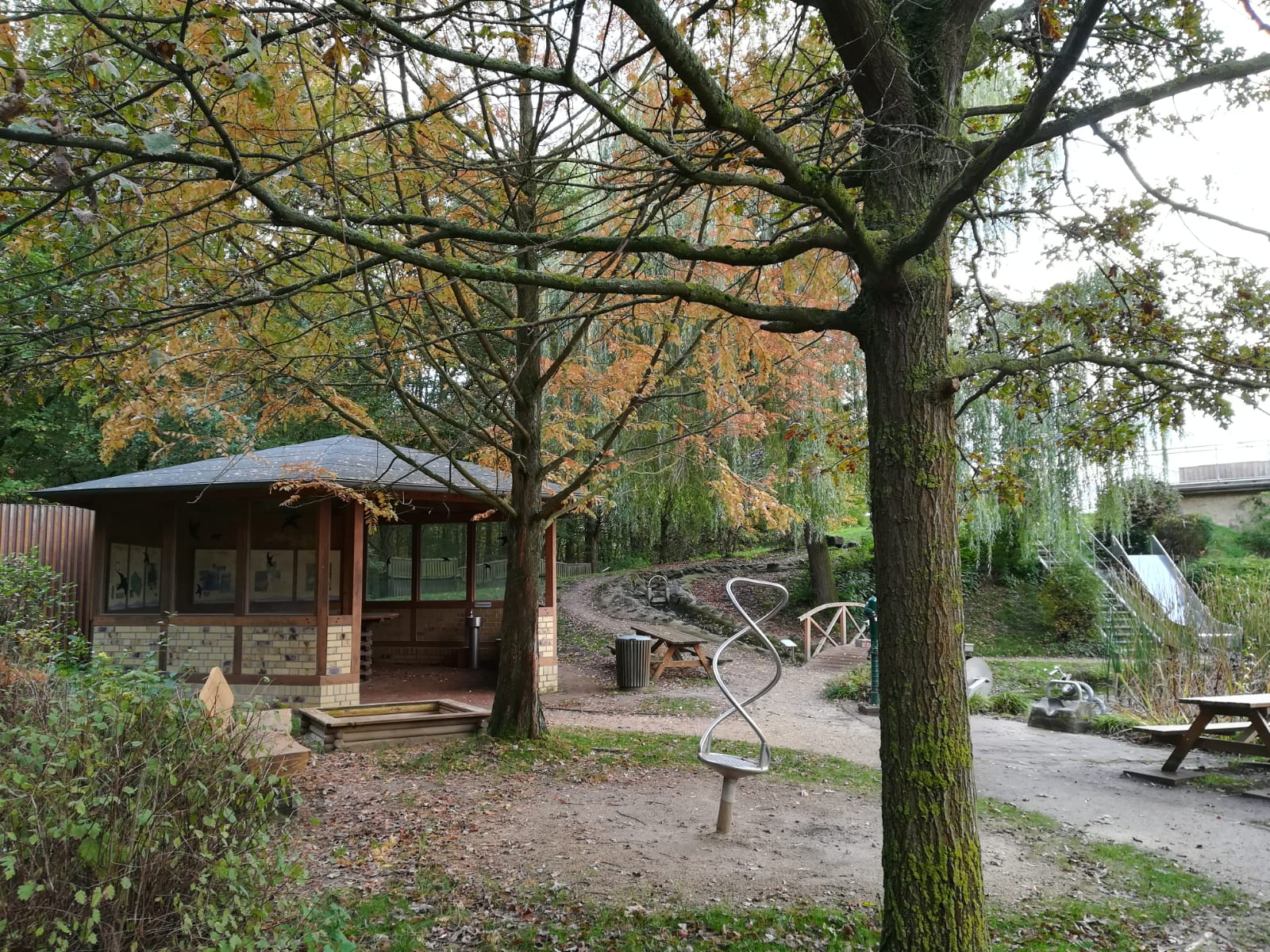 Anlage im Wasser + mehr Erlebnispark