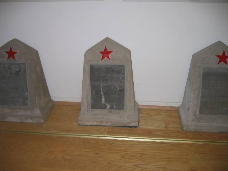 Grabsteine in der Dokumentationsstätte Stalag 326