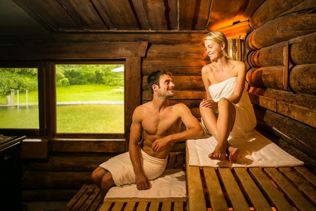 VitaSol Therme: SeeSauna im SaunaPark mit angrenzendem Naturbadeteich