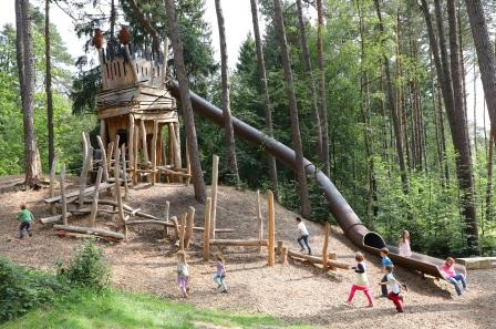 Spielen im Gartenschaugelände: Trollenburg