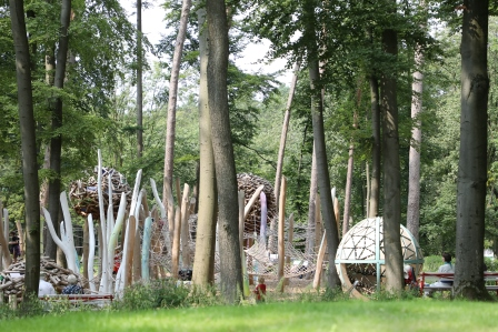 Spielen im Gartenschaugelände Bad Lippspringe: Elfenhein mitten im Waldpark