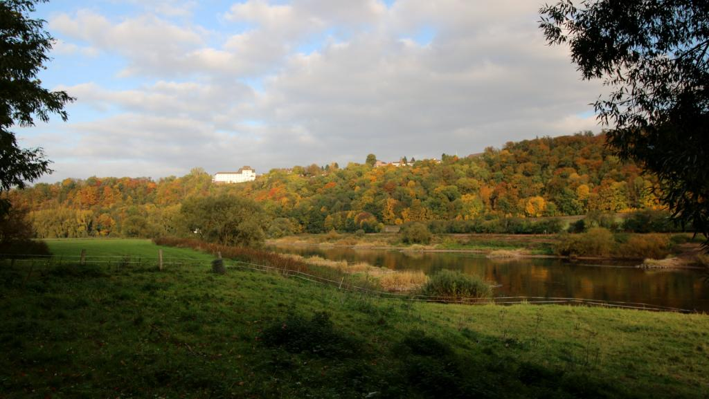 Blick von Wehrden auf Schloss Fürstenberg