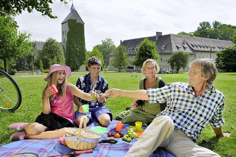 Picknick im Schlosspark Brakel-Gehrden