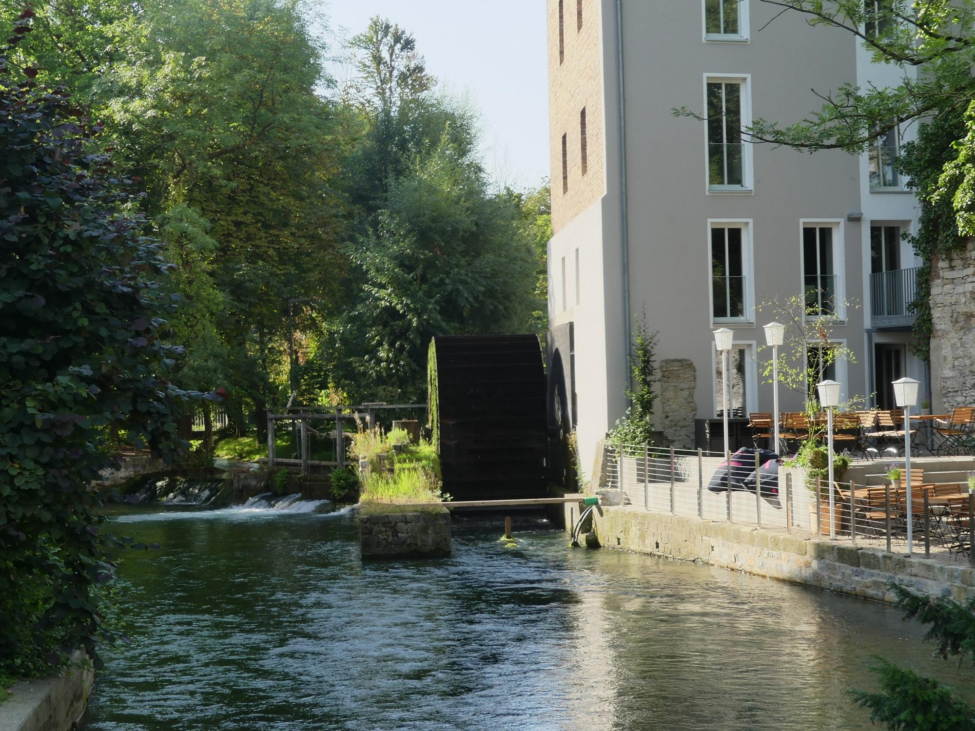 Stümpelsche Mühle und Terrasse des Mühlencafés