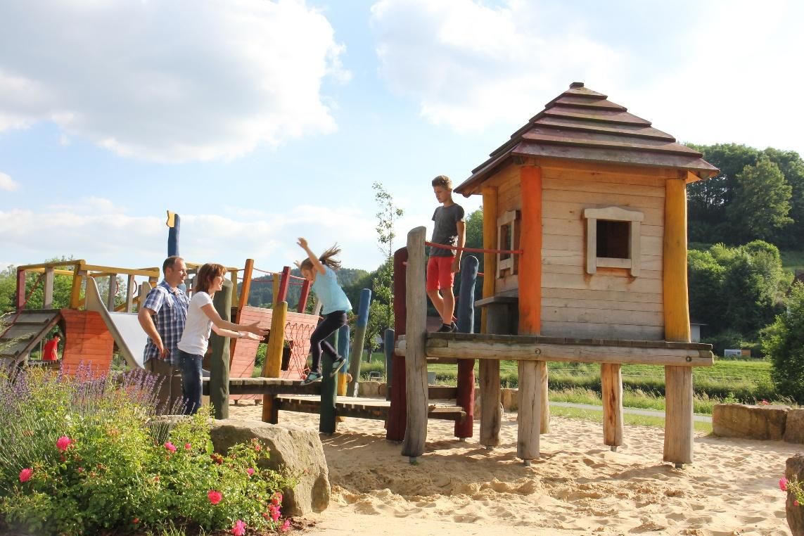 Abenteuerspielplatz im Emmerauenpark