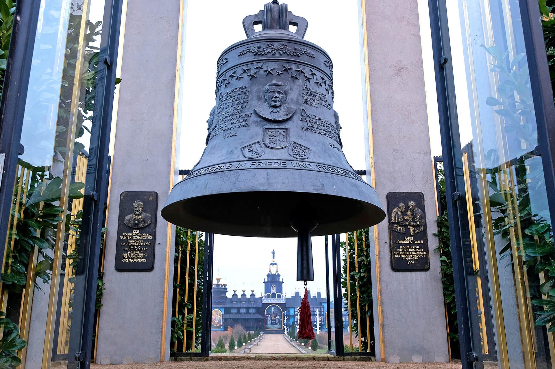 Glocke der Europäischen Freiheitsglocke nahe dem Mühlenmuseum Gifhorn