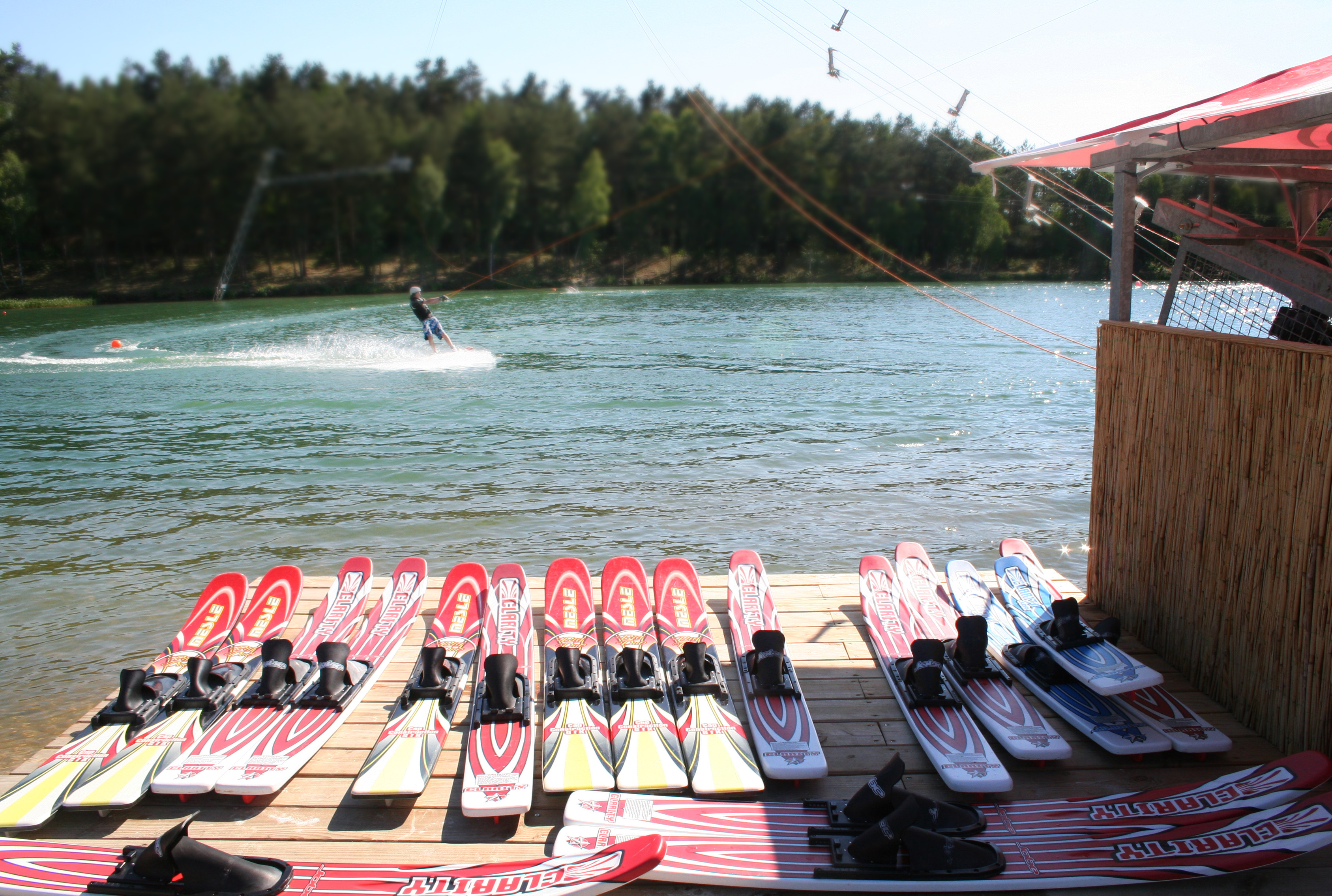 Skier am Bernsteinsee