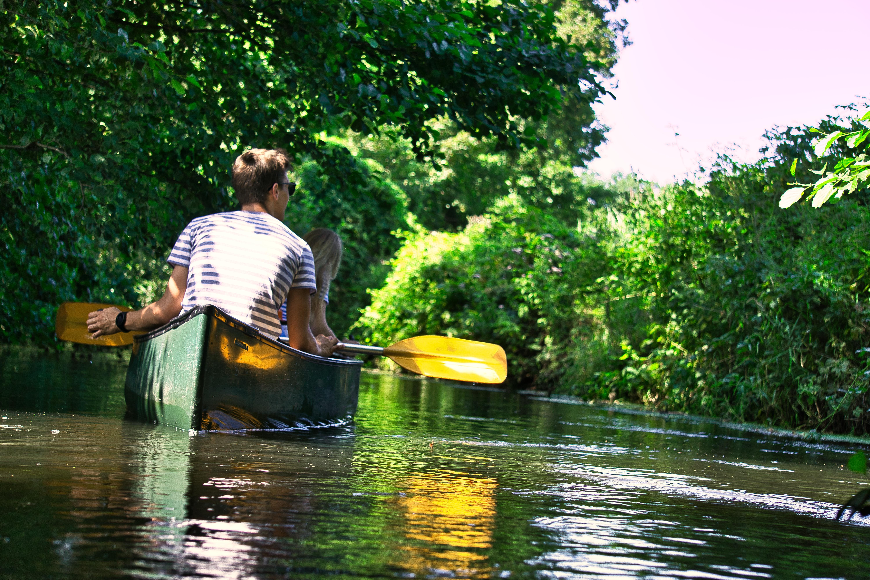 Natur auf dem Wasser genießen