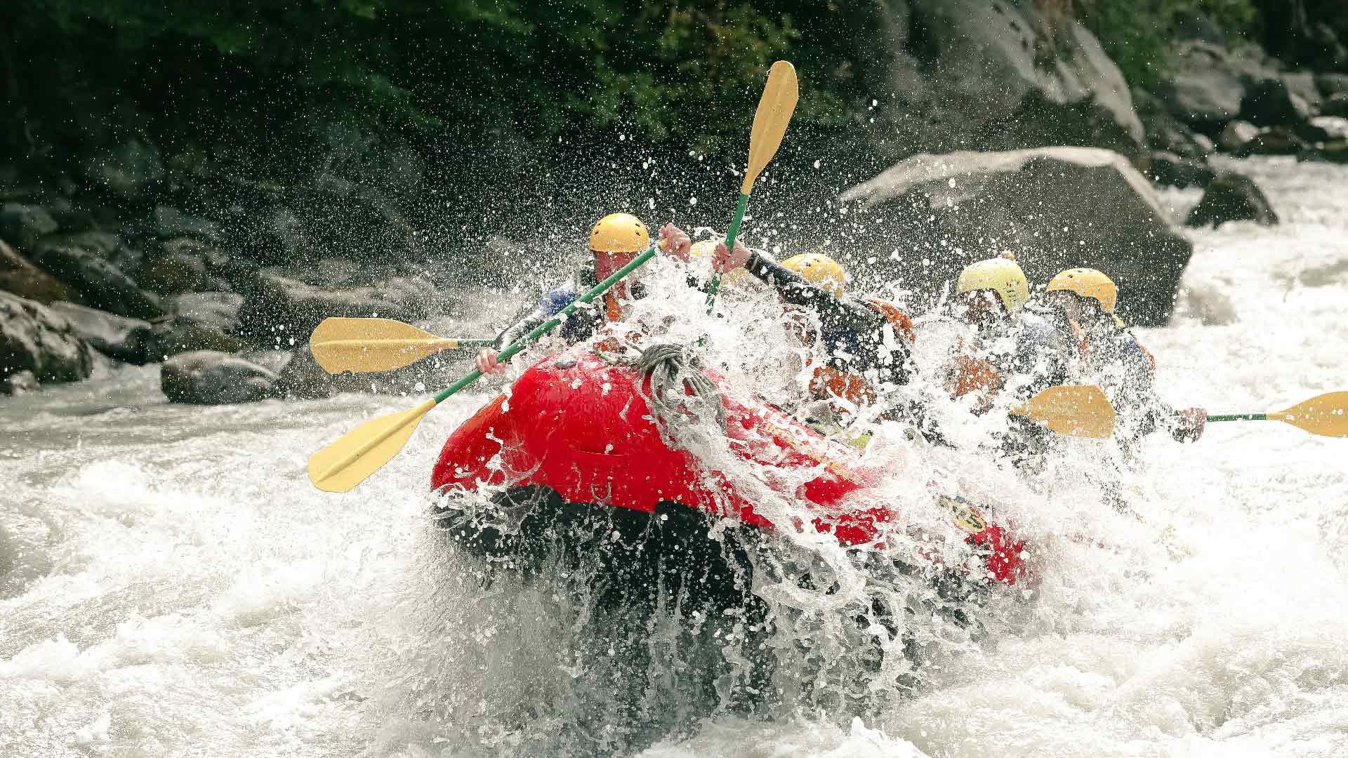 river-rafting-sommer-adventure-action-wasser
