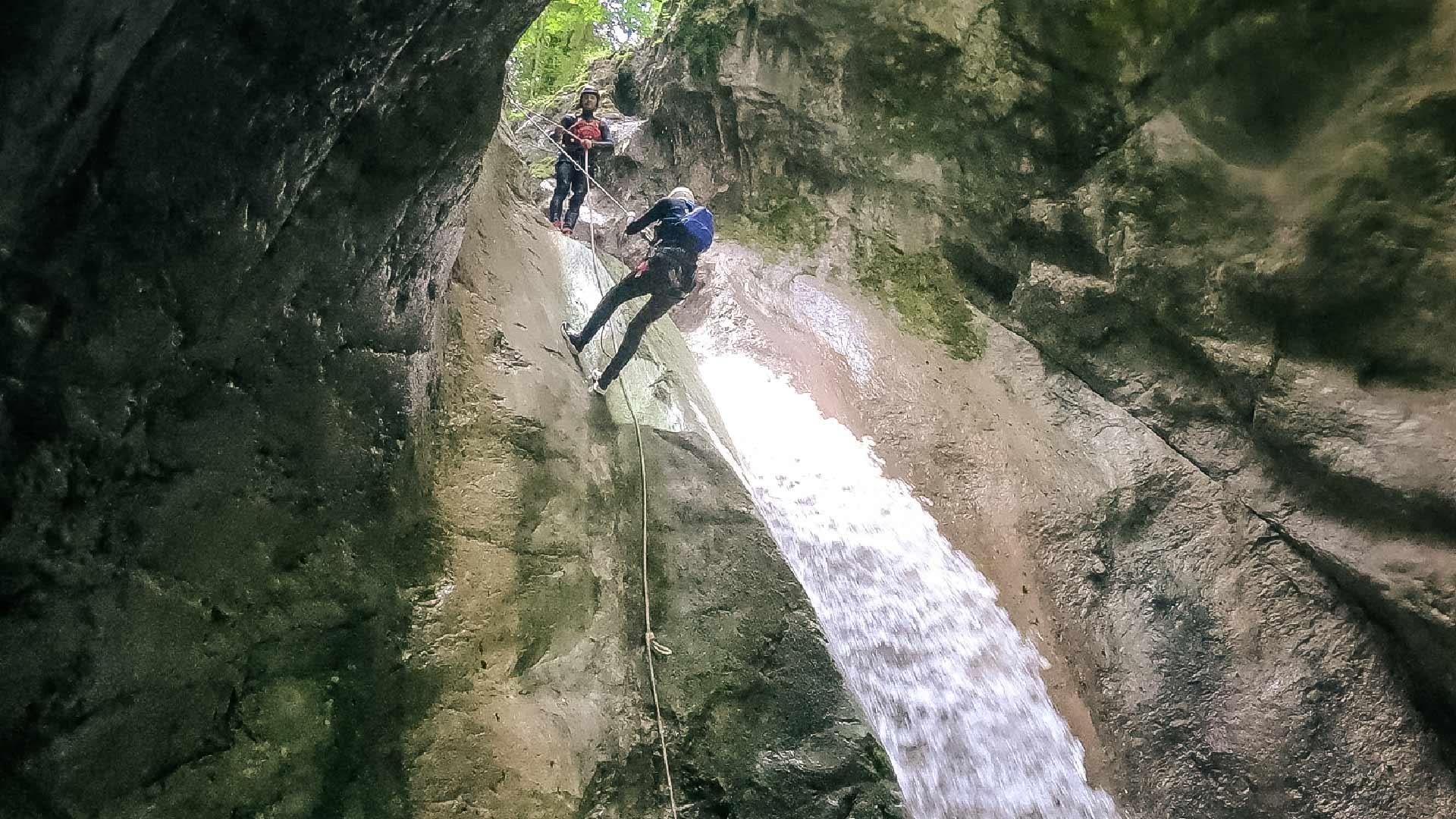 canyoning-outdoor-adventure-abseilen-wasserfall