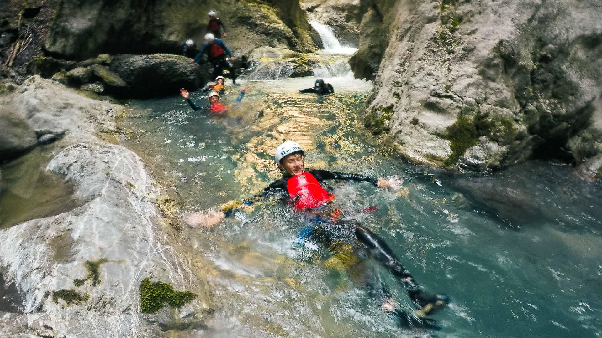 canyoning-adventure-wasser-treiben-lassen