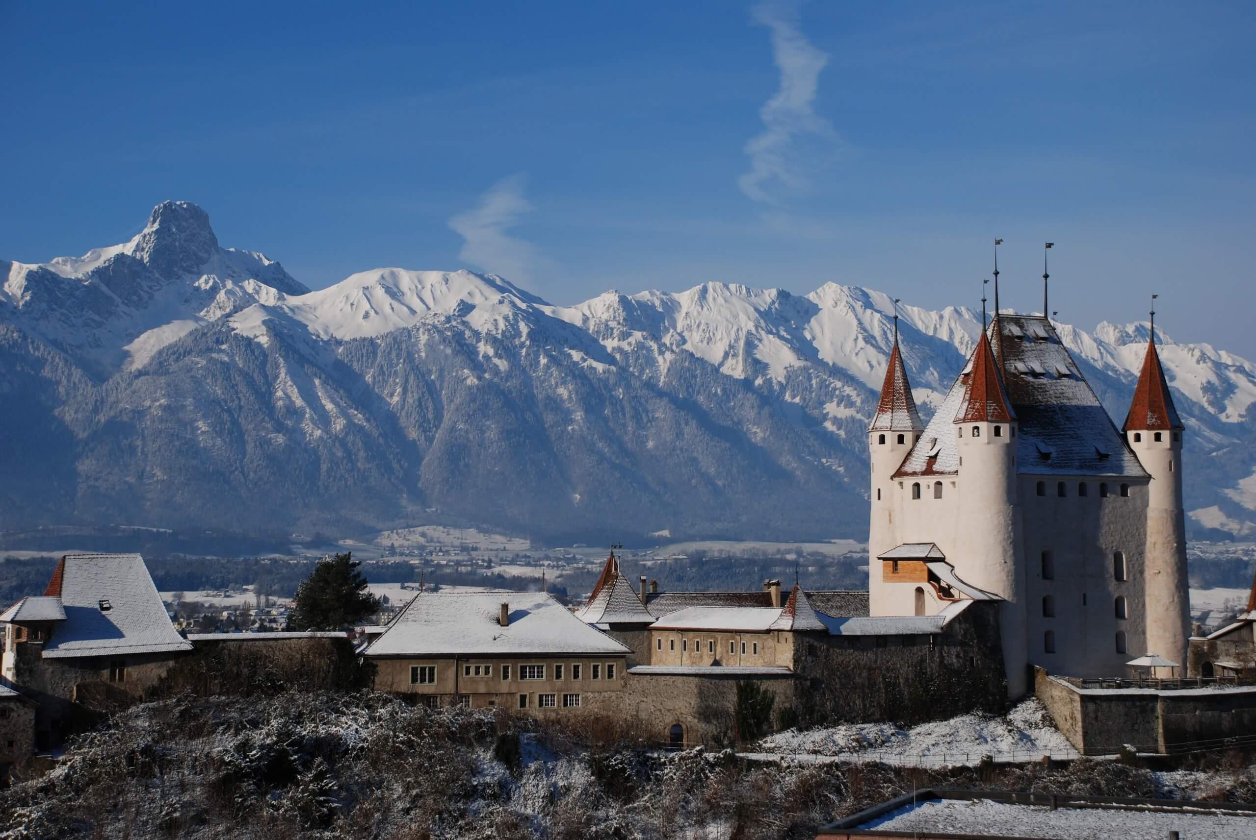 thun-schloss-winter-schlossberg-schnee