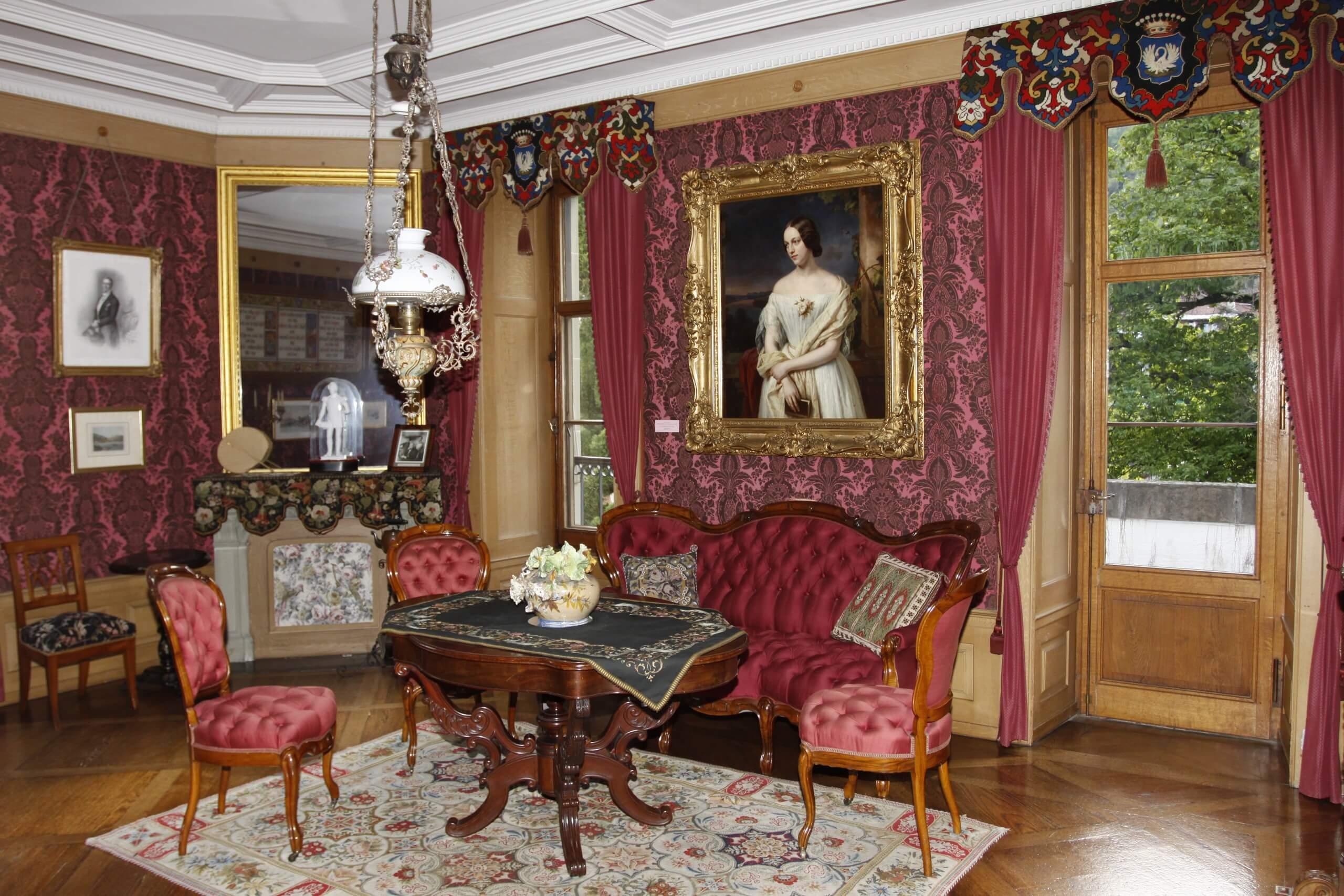 oberhofen-schloss-museum-salon-pourtal-s