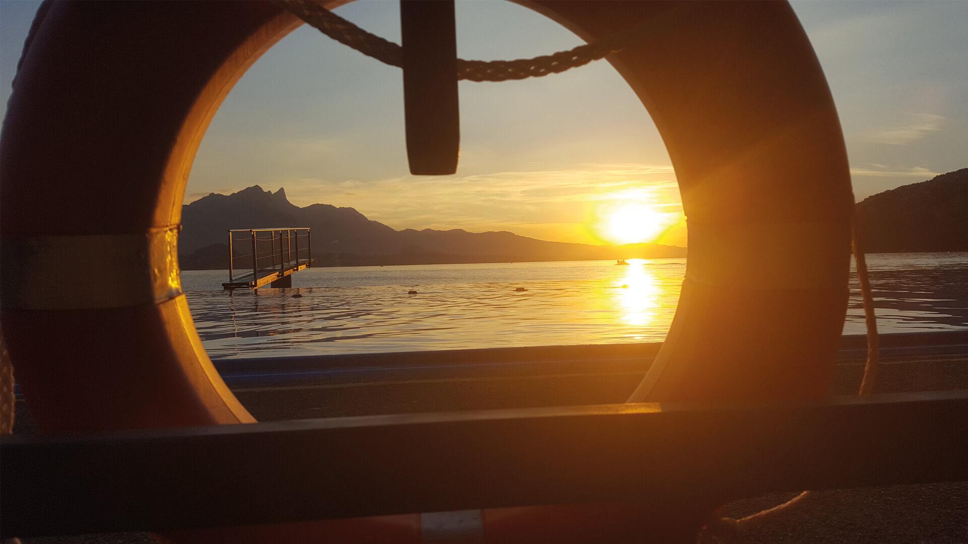 merligen-strandbad-thunersee-baden-sommer-sonnenuntergang-thunersee