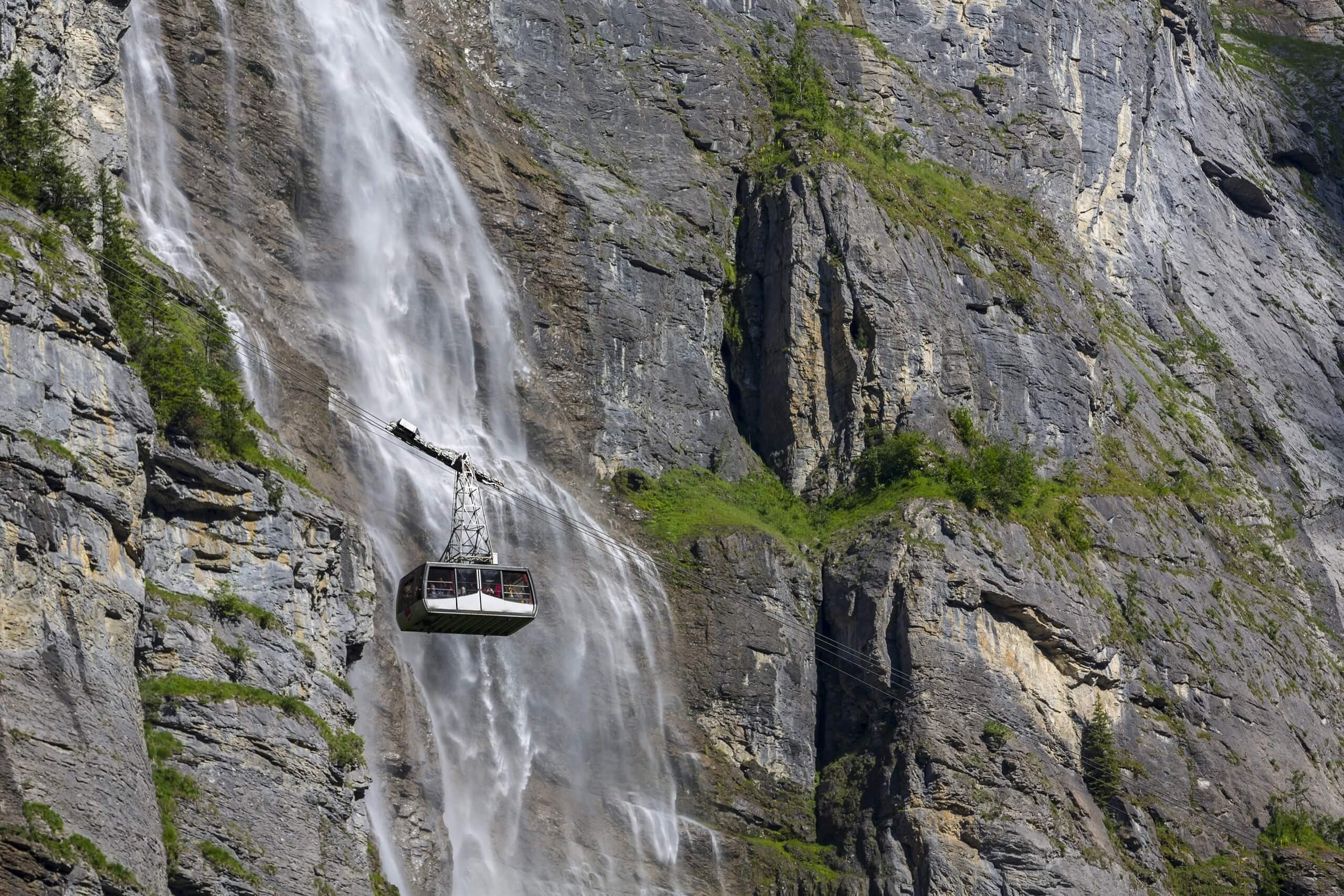 schilthorn-kabine-stechelberg-wasserfall