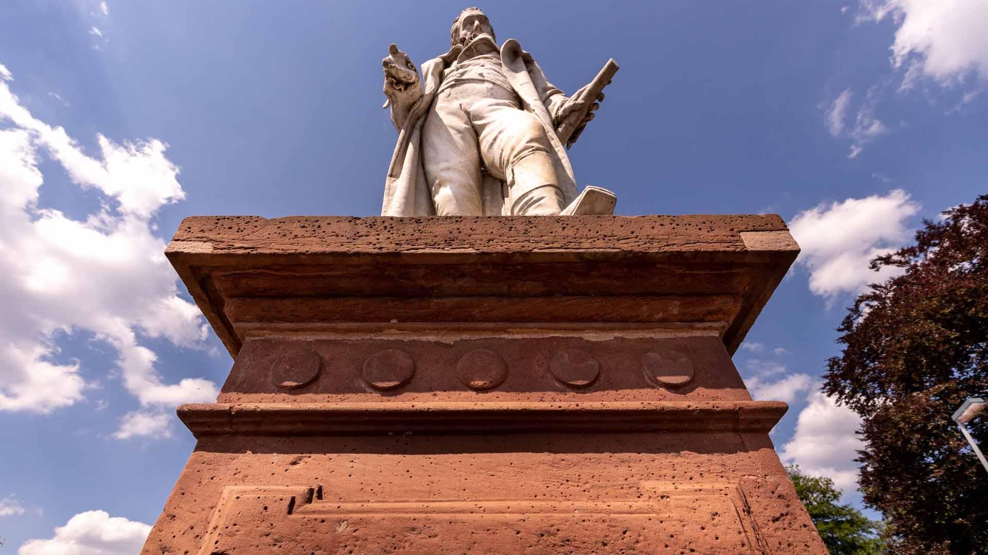 Albrecht Thaer Denkmal von unten