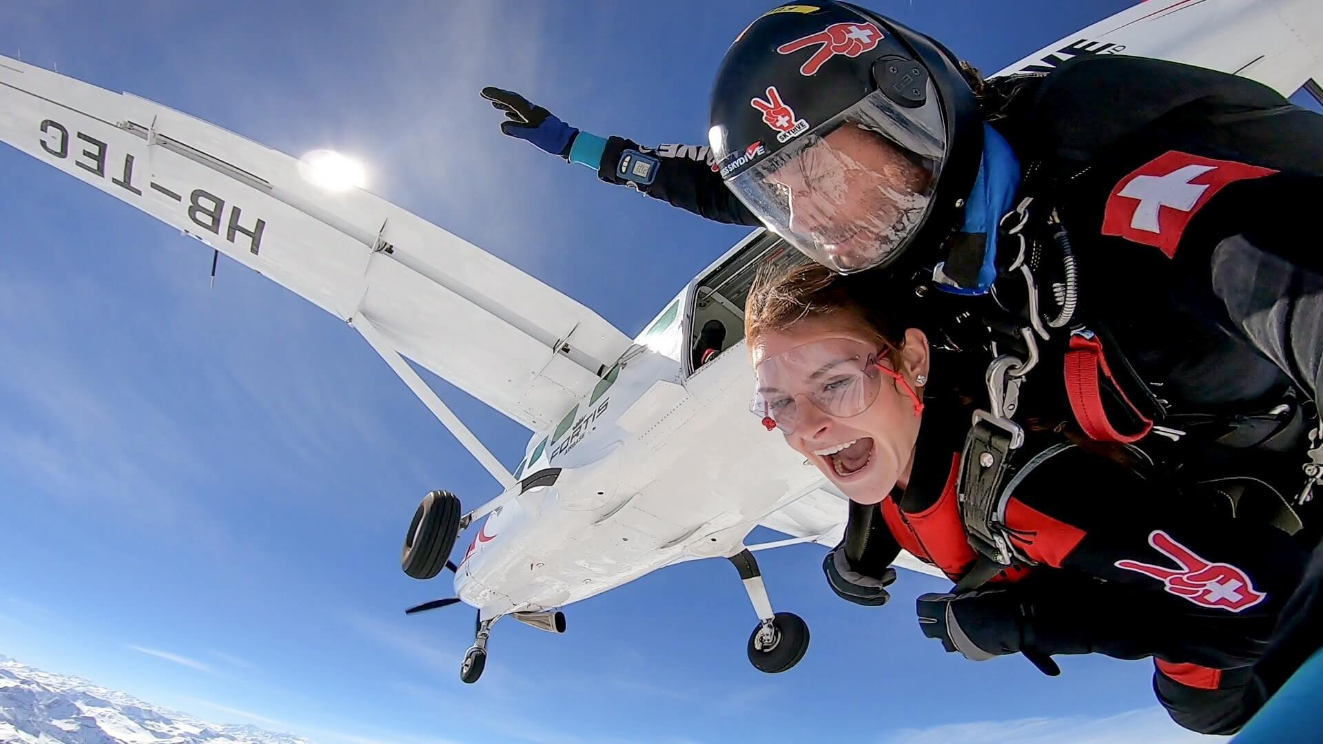 skydive-switzerland-sprung-flugzeug