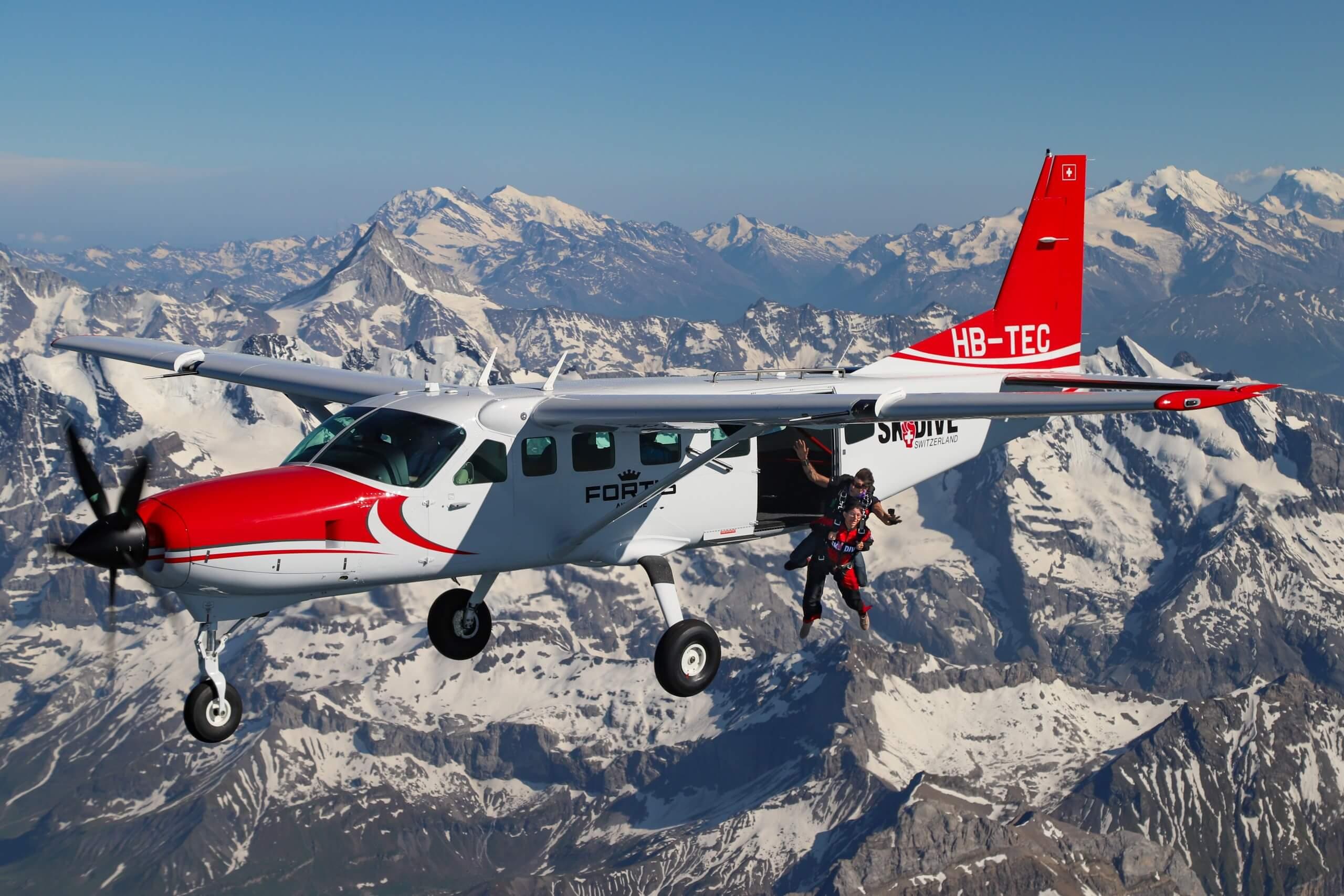 skydive-switzerland-flugzeug