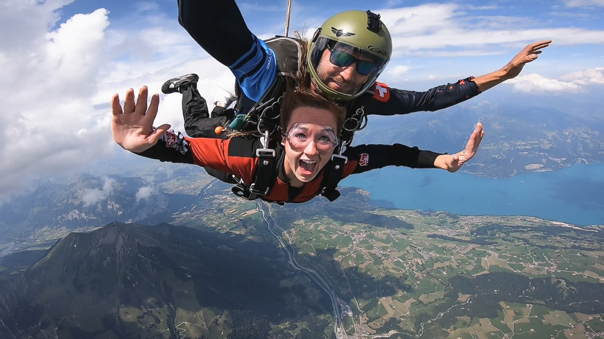 skydive-switzerland-sprung-sommer-thunersee